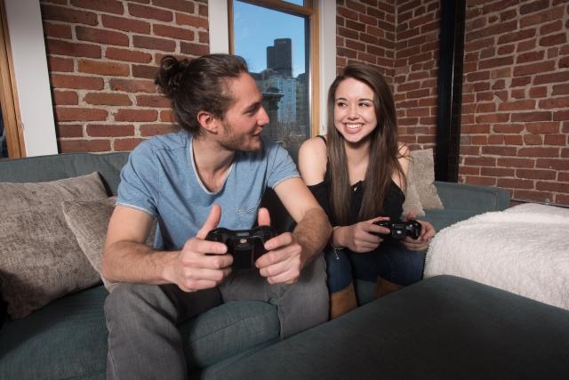 ゲーム好きカップルのイメージ