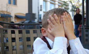 恥ずかしい男の子のイメージ